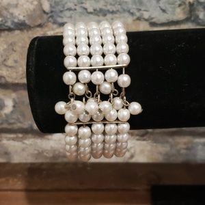 Jewelry - Vintage faux pearl stacked stretch bracelet